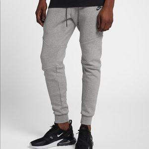 Nike Sportswear Tech Fleece light grey, small